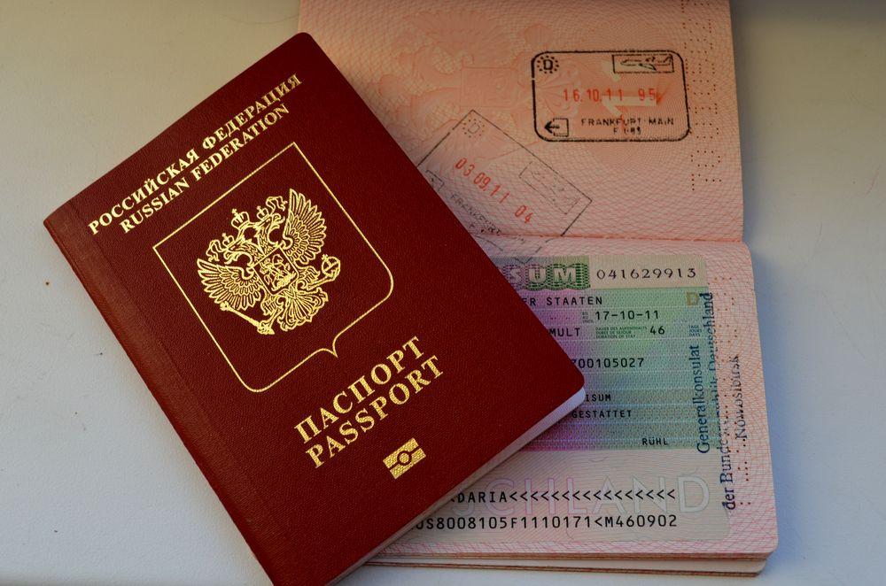 Можно ли получить загранпаспорт, если есть долг у судебных приставов?
