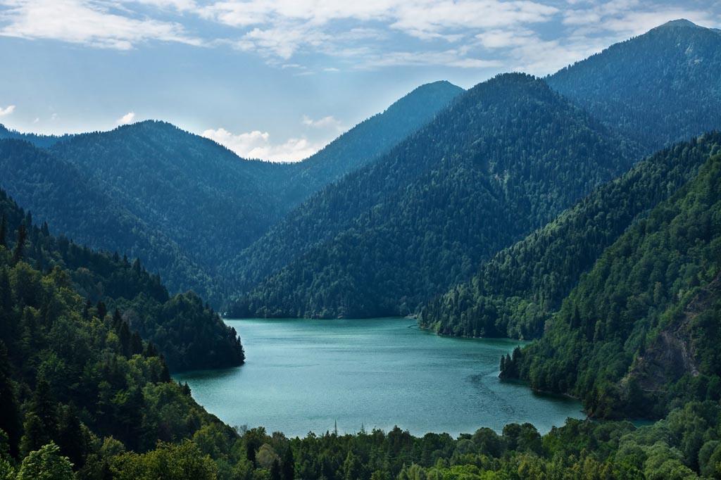 Выпустят ли в Абхазию, если есть долги у судебных приставов России?