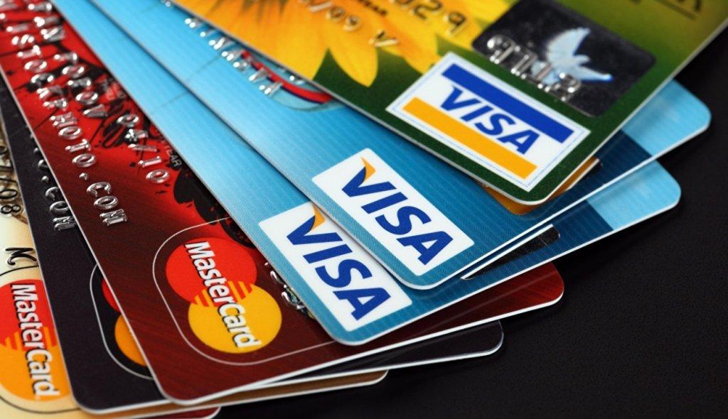 Могут ли приставы снять деньги с кредитной карты и что делать, если списали?
