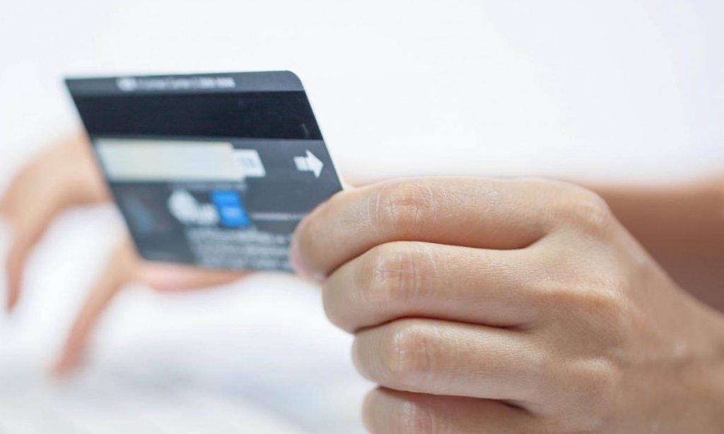 Имеют право ли судебные приставы снимать деньги с карты без предупреждения?